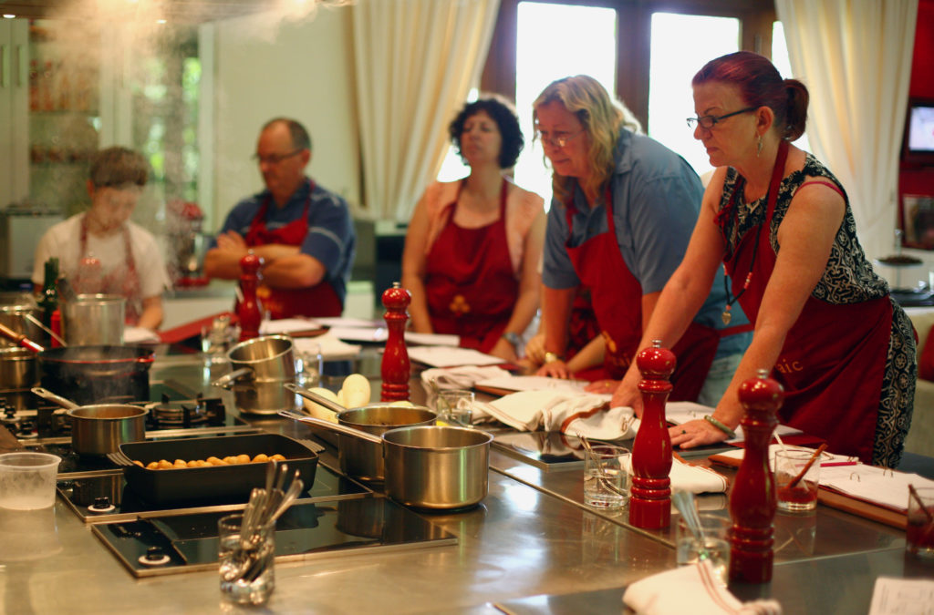Cooking, cooking class, kitchen, pans, people, group